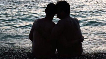 pareja_gay_agredida_coche