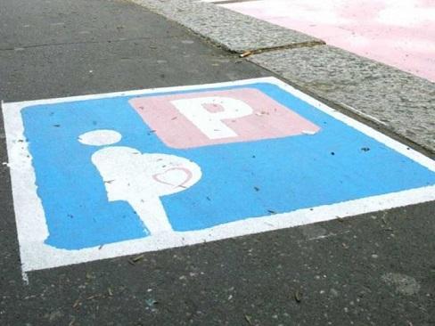 parking-mujeres-italia-696x522