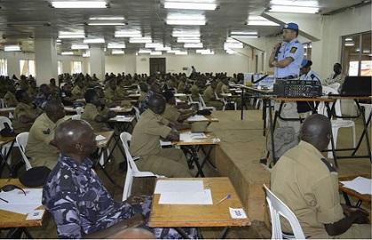 policia-uganda-seminario-lgtb