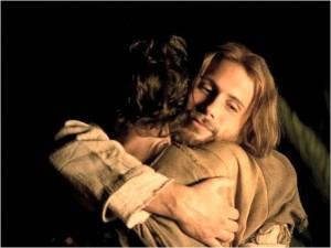 jesus-abraza-a-joven-foto