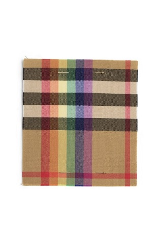 780x580-tendencias-burberry-rainbow-check