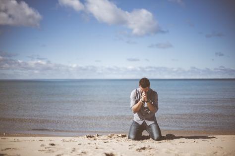hombre-orando