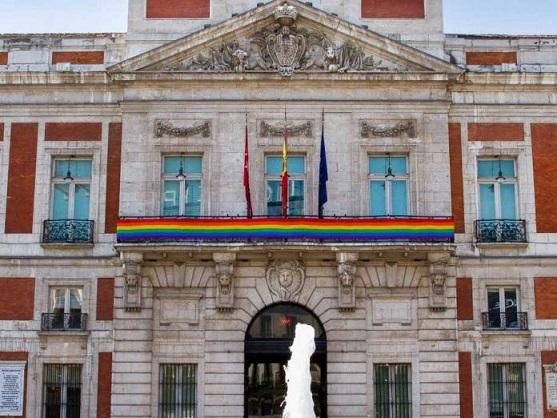 comunidad-madrid-bandera-lgtb-696x522