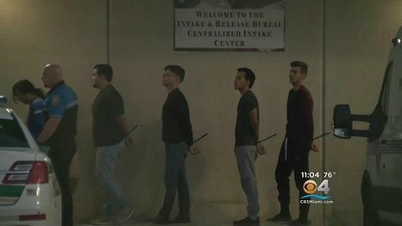 640x0-youtube-4n3uwdac7wo-se-entregan-a-al-policia-los-sospechosos-de-una-agresion-homofobica-en-miami-beach