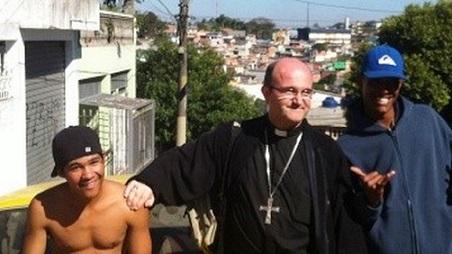 obispo-munilla-favela-brasilena_tinima20130721_0254_5