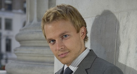 vf_main_long_ronan_farrow_8890-jpeg_north_1323x718_transparent