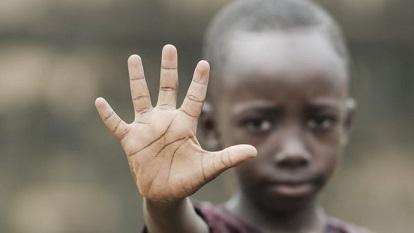 un-nino-africano-dice-no-al-racismo