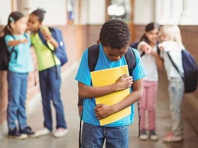 bullying-escuela-estudiante-lgtb-696x522