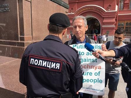 640x0-noticias-activista-peter-tatchell-detenido-en-moscu-twitter-petertatchell