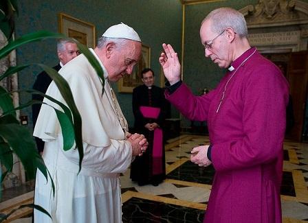 el-arzobispo-anglicano-de-canterbury-justin-welby-bendice-al-papa-francisco