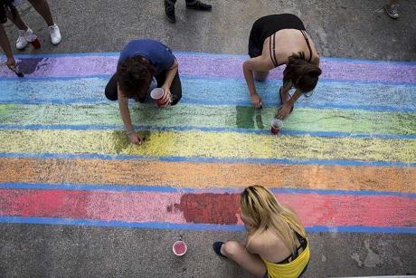 vecinos-pintan-arcoiris