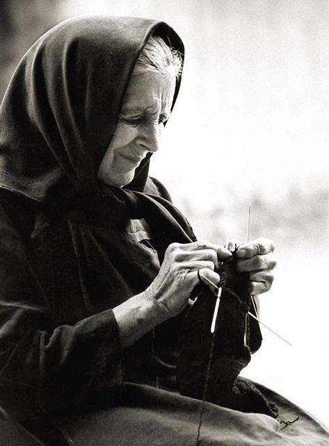 abuela-tejiendo