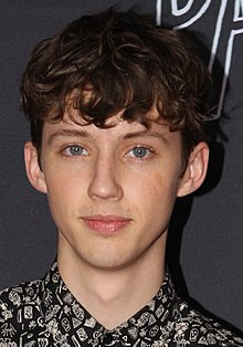 220px-troye_sivan_july_2015_cropped
