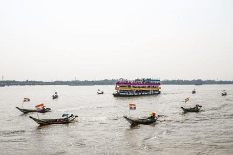 myanmar-celebra-el-orgullo-con-el-primer-desfile-de-barcos-de-la-historia-0