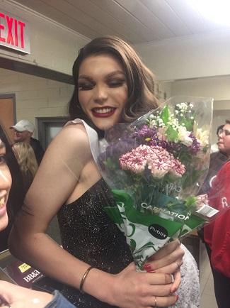 adolescente-trans-supera-las-amenazas-de-muerte-para-ser-coronada-reina-de-la-fiesta-de-bienvenida-1