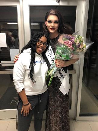 adolescente-trans-supera-las-amenazas-de-muerte-para-ser-coronada-reina-de-la-fiesta-de-bienvenida-2