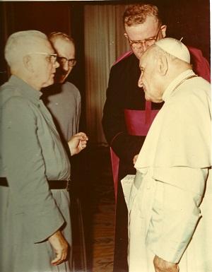 El_padre_Gerald_Fitzgerald_con_el_Papa_Juan_XXIII_en_1961