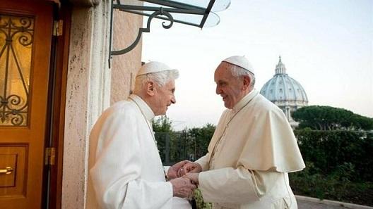 Francisco-Benedicto-Vaticano_2003509659_12200527_660x371