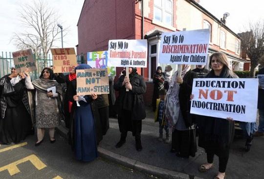 manifestacion-contra-educacion-lgtb-600x406