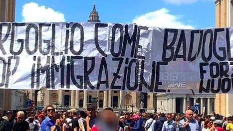 Protesta-ultraderecha-Papa_2123497681_13613993_667x375