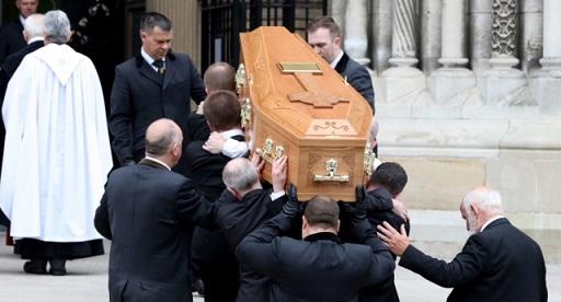 el-funeral-de-lyra-mckee-politicos-y-seres-queridos-rinden-homenaje-al-difunto-periodista
