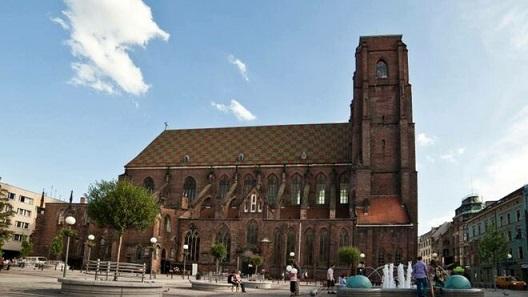 Iglesia-Sagrada-Maria-sacerdote-apunalado_2129797073_13668564_660x371