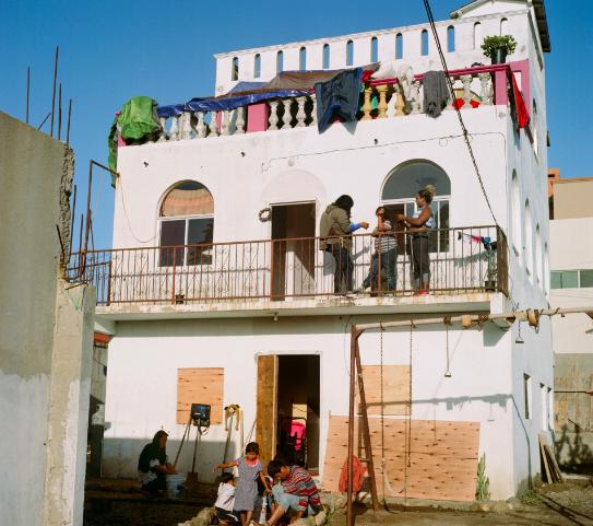esta-impresionante-serie-de-fotos-documenta-a-los-refugiados-lgbtq-en-la-caravana-de-migrantes-mientras-esperan-asilo-0.jpg