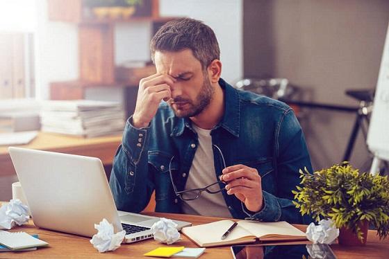 hombre-estresado-por-su-trabajo