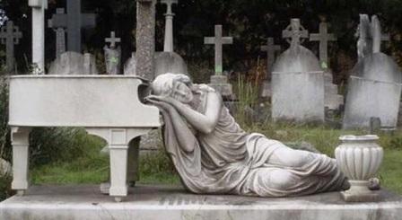 quin-dijo-la-frase-dejen-que-los-muertos-entierren-a-sus-muertos