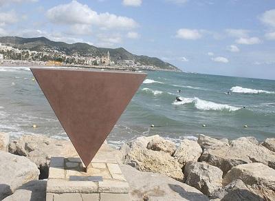 Triángulo-invertido-rosa-4