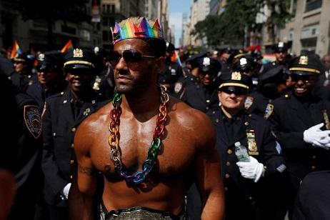 galeria-multitud-marcho-nueva-york-cierre-semana-orgullo-gay-810935-192739-660x440