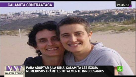 pareja-lesbianas-adopción-calamita