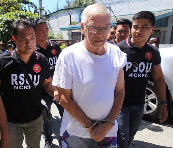 la-policia-filipina-escolta-al___wwWCWa-Vp_720x0__1