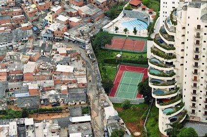 Favela de ParaisÛpolis (swimming pools). This favela (shanti town) on the left is ironically called ParaisÛpolis (Paradise city). Photo: Tuca Vieira