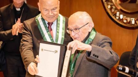Gutierrez-honoris-causa_2185891407_14174098_667x375