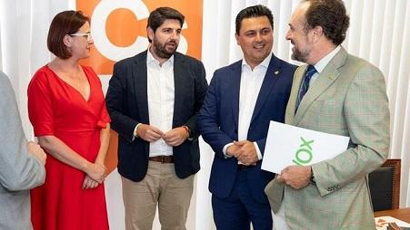 Vox-renunciara-cualquier-facilitar-Murcia_EDIIMA20190711_0862_4