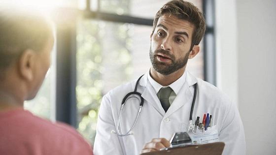 Médico-atendiendo-a-paciente-en-un-hospital-imagen-ilustrativa.