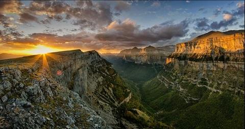 Montes-amanecer