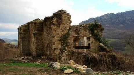 Ermita-derruida-Navarra_2241385852_14701951_660x371