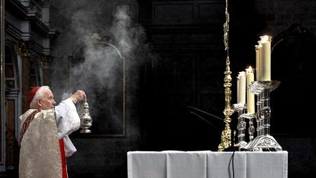 cardenal-Canizares-celebracion-puerta-cerrada_2214988558_14431580_660x371