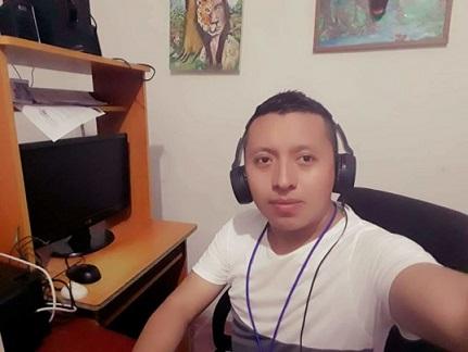 Marcelo-Galicia-diretor-da-Radio-La-Voz-de-Mi-Gente-de-El-Salvador-768x576