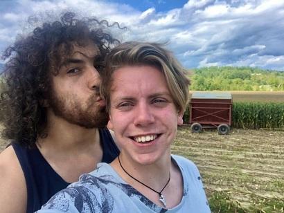 Cute-selfie-Corn-maze-1024x769