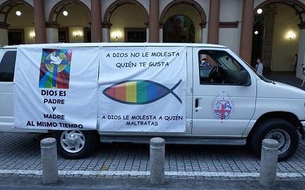 Camioneta en la 15ª Caravana del Orgullo LGBTTTIQ