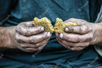 manos-sucias-hogar-pobre-hombre-pan-sociedad-capitalismo-moderno_140289-16
