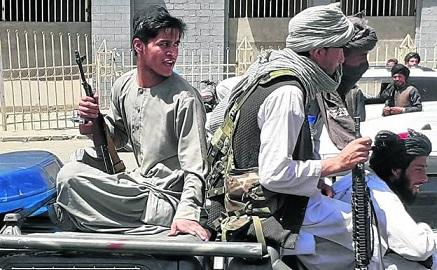 talibanes-jovenes-ktBE-U150244158260FfE-624x385@RC