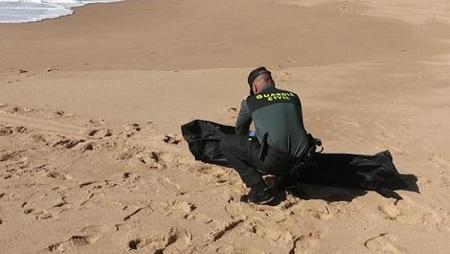 cadaver-playa-almeria