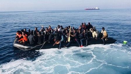 cropped-Patera-cargada-de-inmigrantes